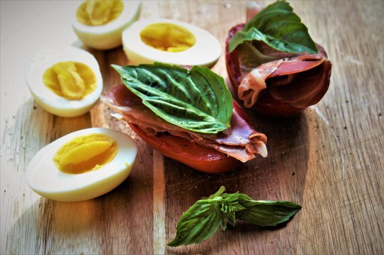 Seared Plum Tomato with Prosciutto